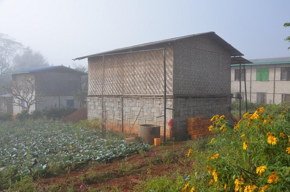 18 - Village