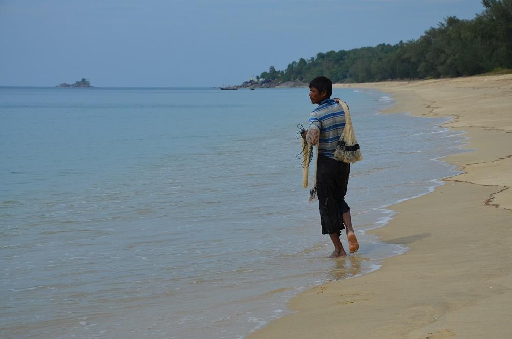 08 - pêcheur sur Pa Nyit Beach