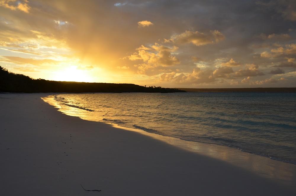04 - coucher de soleil sur la plage de Luengoni