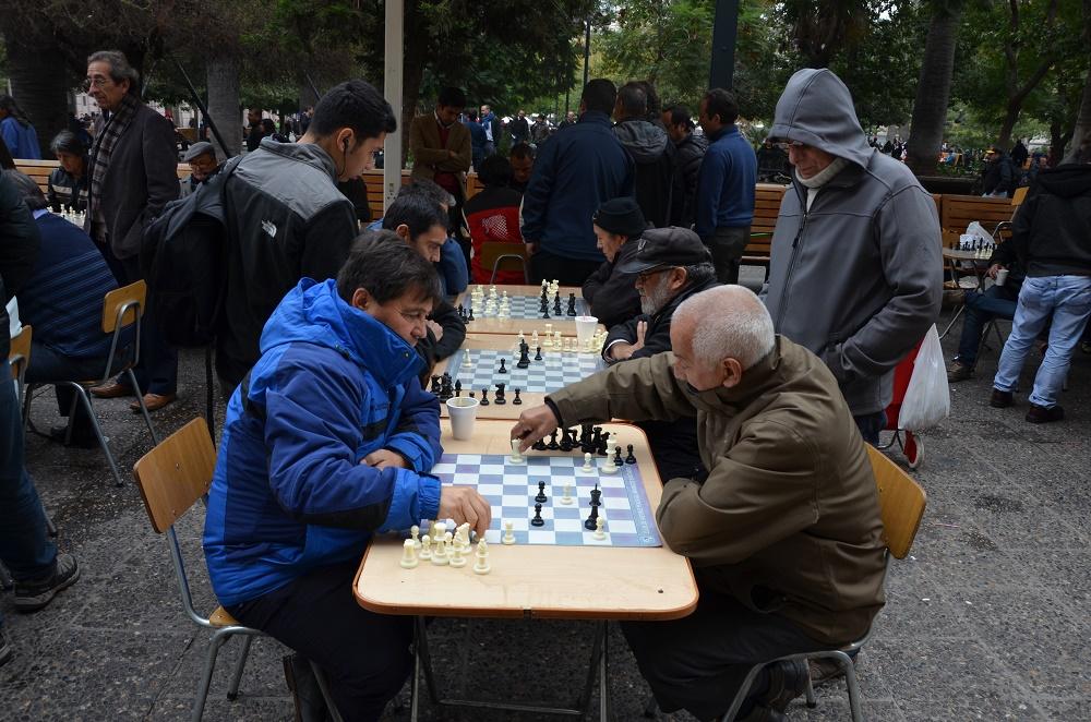 02bis - joueurs d'échec sur la place centrale